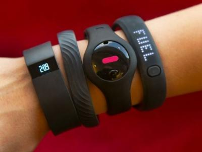 fit-trackers-on-wrist
